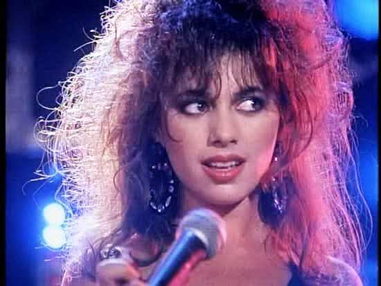 Susanna-Hoffs-with-The-Bangles